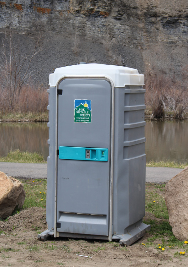 Alpine portable toilets colorado for Deluxe portable bathrooms